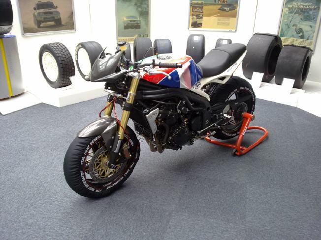 triumph_speedtriple_1050_tuning_projekt_Michelin_Museum_KA_speedtriple_1076